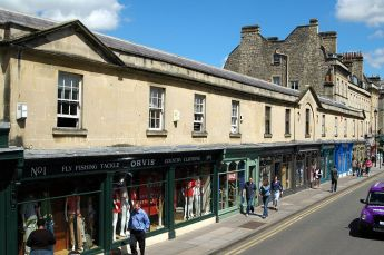 1024px-Shops_on_Pulteney_Bridge